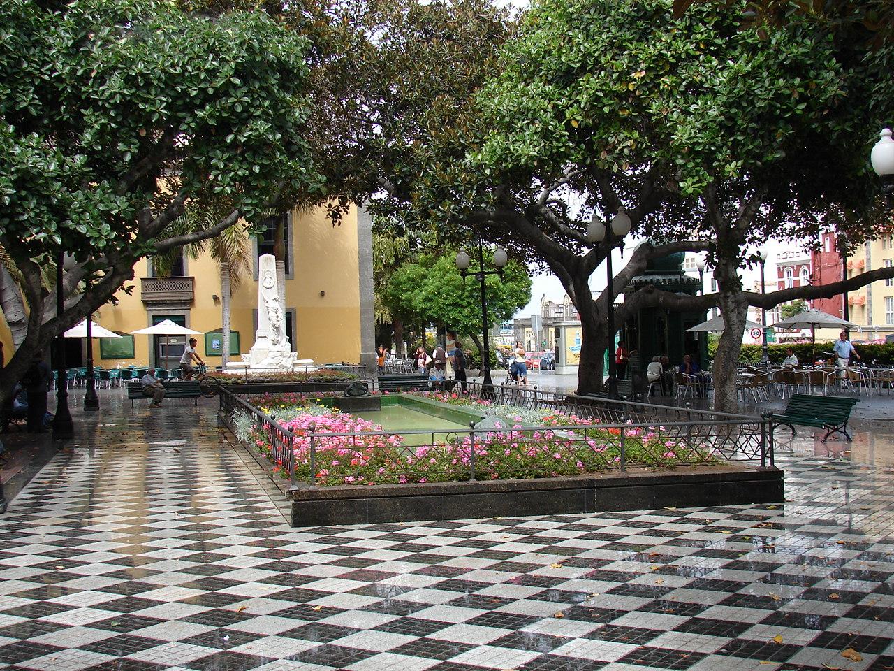 Plaza_Hurtado_de_Mendoza_02